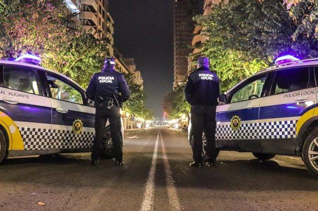 La Policía pone 53 denuncias, disuelve 2 botellones e interviene en 4 fiestas en un día en Alicante