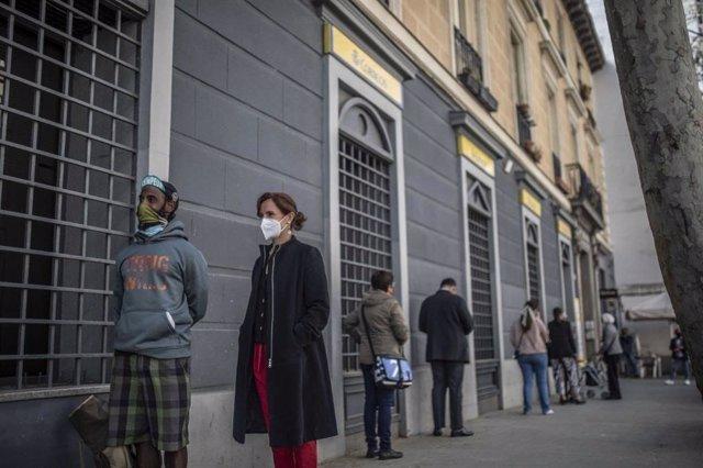 La candidata de Más Madrid al 4M, Mónica García, solicita el voto por correo