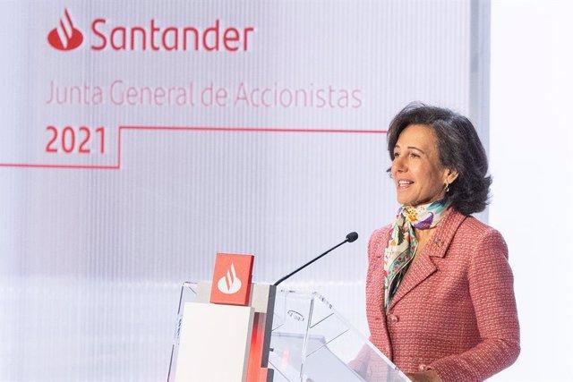 La presidenta de Banco Santander, Ana Botín, durante la junta general de accionistas de 2021.