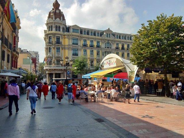 Archivo - Chiringuitos durante las Fiestas de San Mateo en Oviedo.