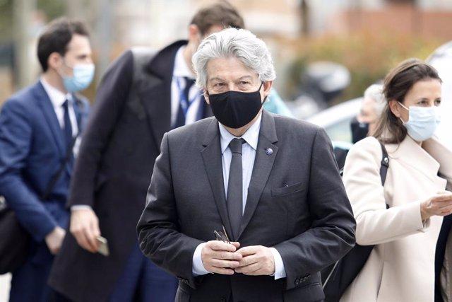 El comissari europeu de Mercat Interior, Thierry Breton, arriba a la fàbrica de Reig Jofre.