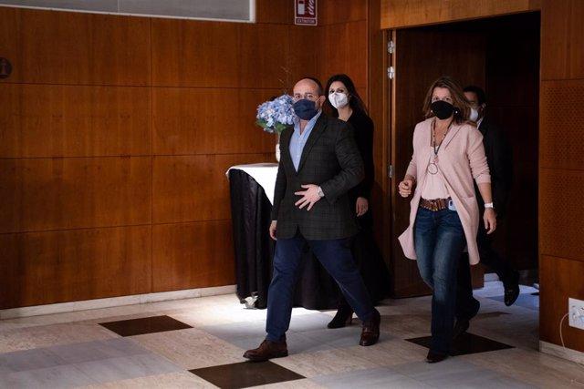 Archivo - Arxiu - El president del PP català, Alejandro Fernández, arriba a una roda de premsa.