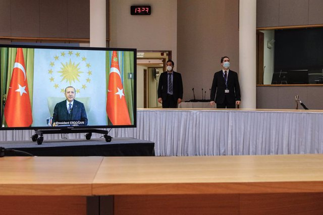 HANDOUT - 19 March 2021, Belgium, Brussels: Turkish President Recep Tayyip Erdogan (on screen) speaks during a video link meeting with European Commission President Ursula von der Leyen, and European Council President Charles Michel at the Europa Building