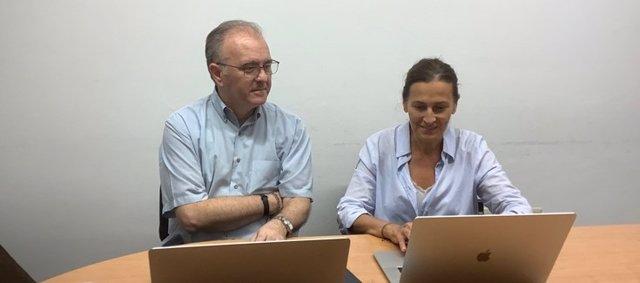 Los investigadores Marc Sáez y María A. Barceló