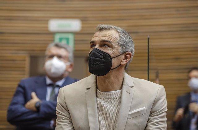 El coordinador autonómico de Ciudadanos (Cs) en La Comunitat Valenciana, Toni Cantó durante una sesión plenaria en Les Corts valencianes, en Valencia, Comunidad Valenciana (España), a 11 de marzo de 2021. El pleno ha convalidado este jueves por unanimidad