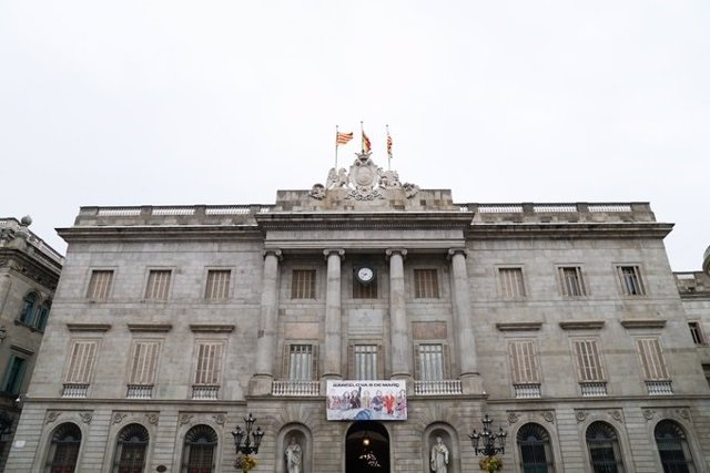 Façana de l'Ajuntament de Barcelona (Arxiu)