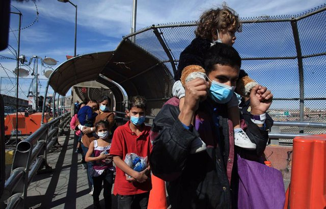 18 March 2021, Mexico, Ciudad Juarez: A group of Central American migrants walk back to Mexico after they are prevented from entering the United States. Photo: -/El Universal via ZUMA Wire/dpa