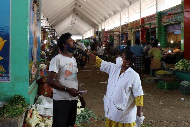 Prueba de coronavirus en Chennai, India