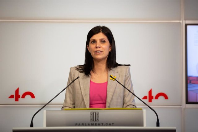 La secretària general adjunta i portaveu d'ERC, Marta Vilalta, intervé durant una roda de premsa en el Parlament.