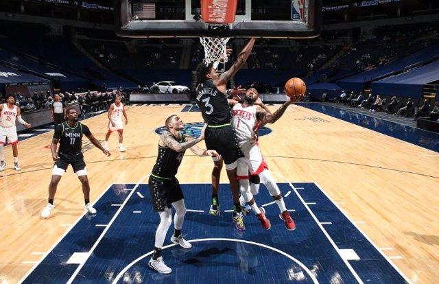 Juancho Hernangómez lidera la remontada de Minnesota Timberwolves ante Houston Rockets