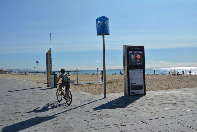 La temporada mitjana de bany a Barcelona comença condicionada pel baix volum de sorra