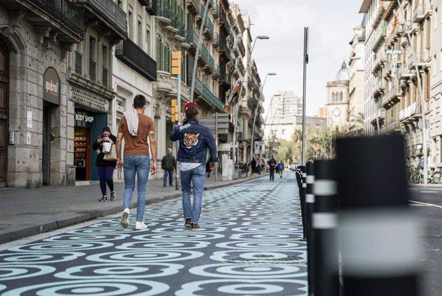 Barcelona estrena el nou disseny del carrer Pelai, amb 1.500 metres quadrats més per a vianants