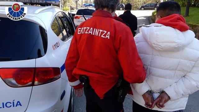 Momento del arresto de los miembros de  la organización criminal