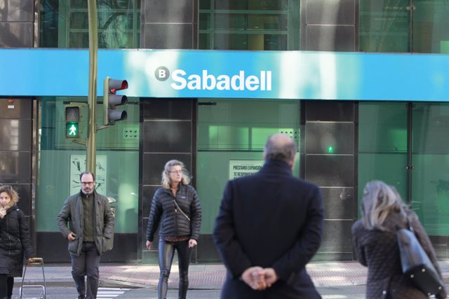 Archivo - Sucursal del banco Sabadell