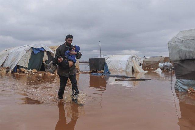 Archivo - Inundaciones en el campo de desplazados de Kafr Losin, en el noroeste de Siria
