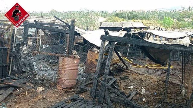 Incendi en una quadra d'animals d'Oriola (Alacant)
