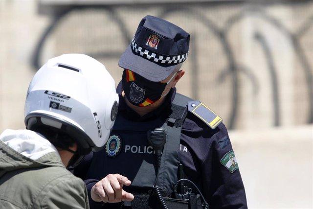 Archivo - Policía Local de Málaga en una imagen de archivo