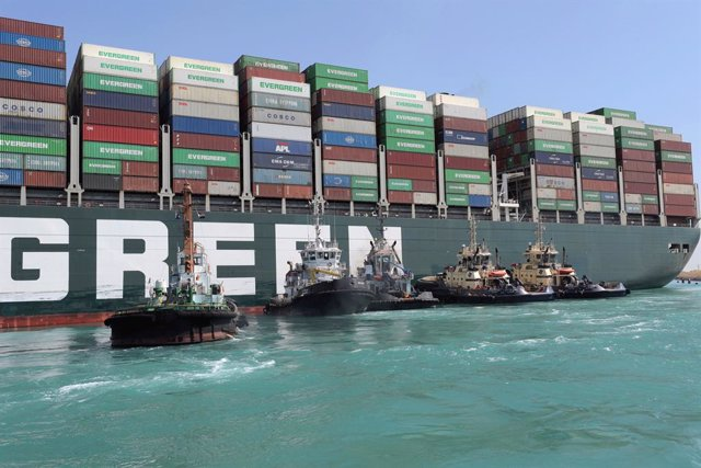 """HANDOUT - 28 March 2021, Egypt, Suez: Tugboats take part in the refloating operation carried out to free the """"Ever Given"""", a container ship operated by the Evergreen Marine Corporation, which is currently stuck in the Suez Canal. The pressure is mounting"""