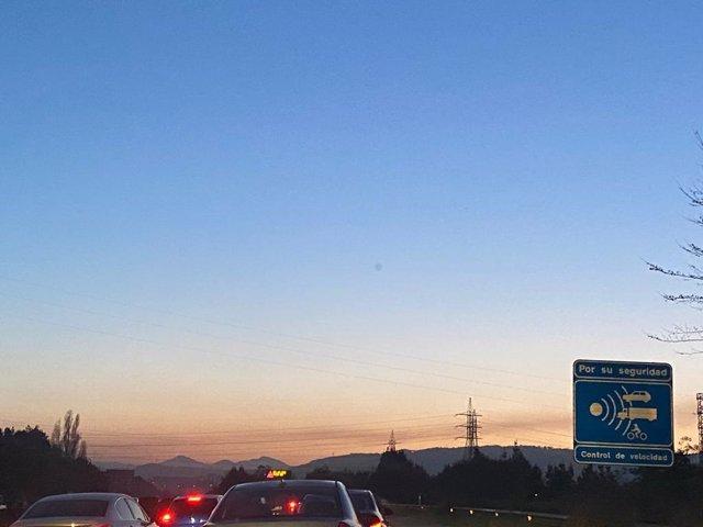 Tráfico denso en la autopista 'Y'