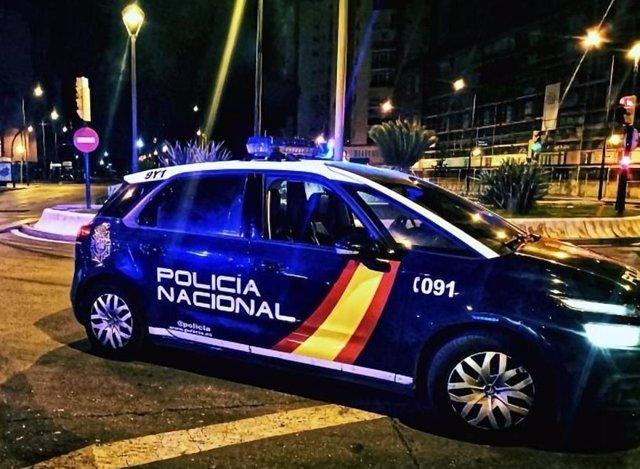 Archivo - Un coche patrulla de la Policía Nacional