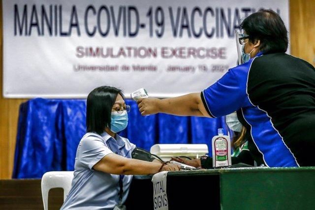 Archivo - Ejercicio de simulacro de vacunación contra la COVID-19.