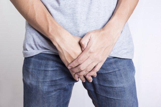 Archivo - Hombre, pene, fecundación in vitro, vasectomía