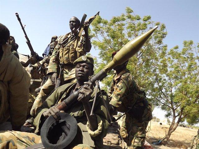 Archivo - Soldados del Ejército de Liberación del Pueblo de Sudán del Sur.