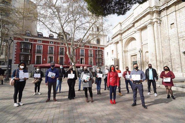 Entrega de diplomas a participantes en los cursos de integración social del Ayuntamiento de Valladolid.