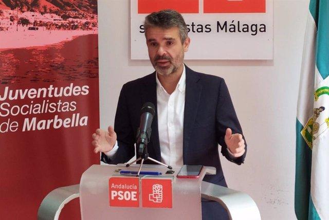 El portavoz del PSOE en la Diputación de Málaga, presidente del PSOE de Málaga y portavoz del PSOE en el Ayuntamiento de Marbella