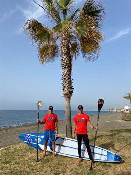 Presentación del desafío que llevarán a cabo Carlos Rumbado y Carlos Toro, dos deportistas malagueños que recorrerán los 180 kilómetros de la senda litoral en paddle surf y corriendo durante cuatro días