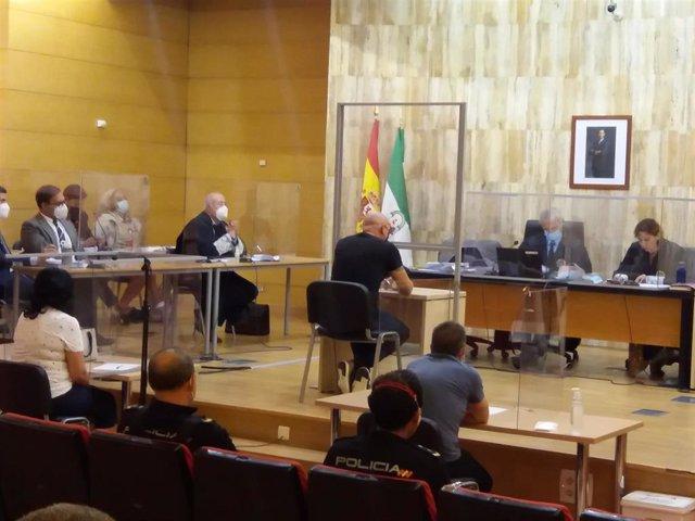 Archivo - Juicio con jurado popular a acusado de asesinar a puñaladas en Maracena a su ex mujer, en imagen de archivo