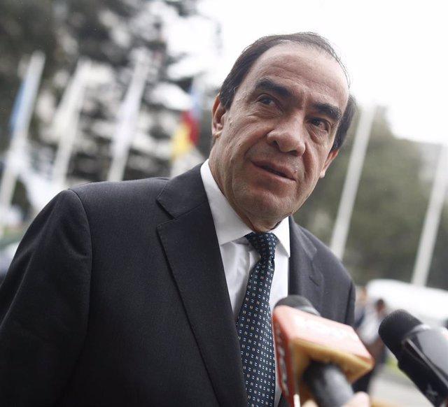 El candidato presidencial peruano Yonhy Lescano