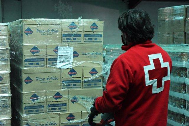 Campaña de distribución de alimentos realizada por Cruz Roja Valladolid.