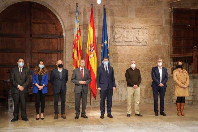 Firma del acuerdo bipartito entre patronal y sindicatos en el Palau de la Generalitat