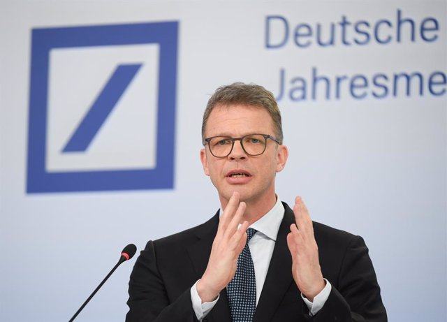 Archivo - FILED - 30 January 2020, Hessen, Frankfurt_Main: Christian Sewing, Chairman of the Management Board of Deutsche Bank, will speak during the annual media conference at the bank's headquarters. Christian Sewing advised companies to Use the coronav