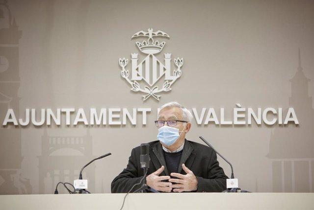 Archivo - El alcalde de València, Joan Ribó, en la rueda de prensa.