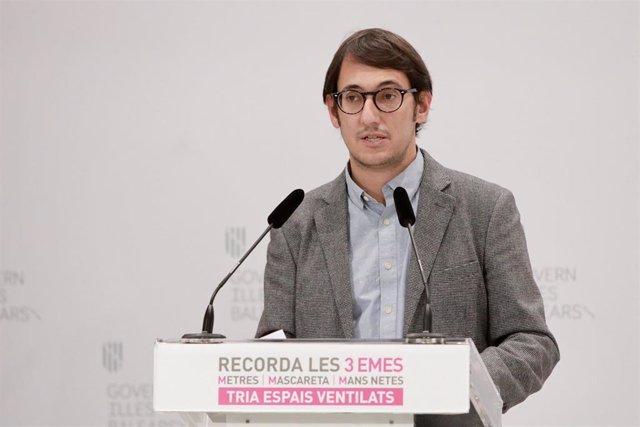 Archivo - El portavoz del Govern y conseller de Modelo Económico, Turismo y Trabajo, Iago Negueruela.