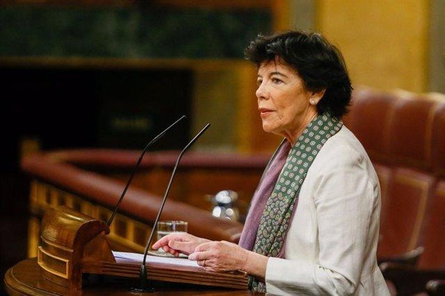 Archivo - La ministra de Educación y FP, Isabel Celaá