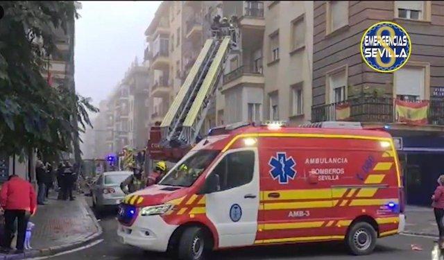 Archivo - Imagen de archivo de un incendio de vivienda en Sevilla