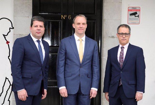 El ministro de Asuntos Exteriores de Reino Unido, Dominic Raab, y el ministro principal de Gibraltar, Fabián Picardo
