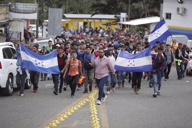 Archivo - Caravana de migrantes en Honduras