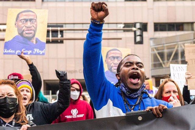 Manifestacions enfront del jutjat en dies previs al judici per la mort de Floyd.