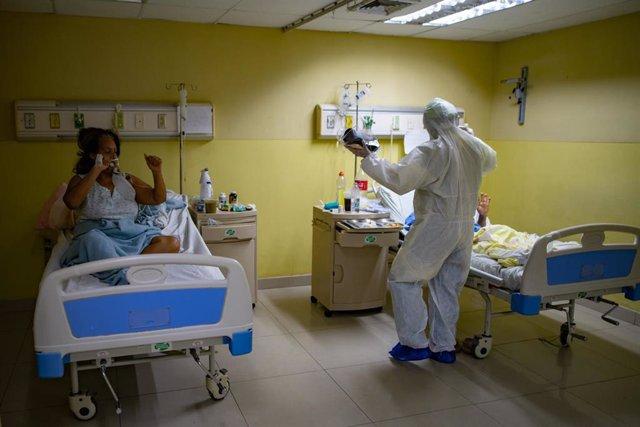 Pacientes en un hospital de Caracas