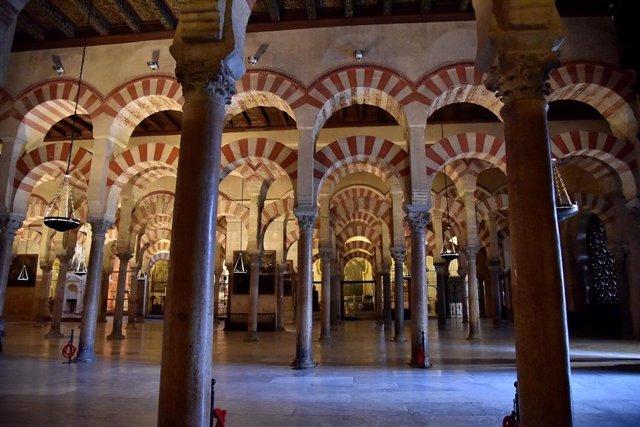 Archivo - Interior de la Mezquita-Catedral de Córdoba.