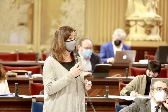 La presidenta del Govern balear, Francina Armengol, durante una intervención en el Parlament.