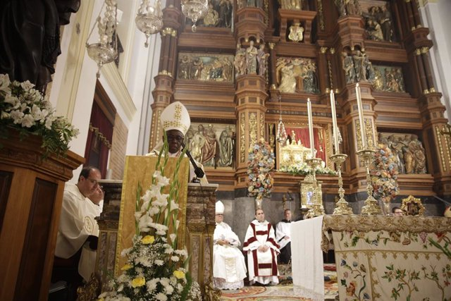 Archivo - El cardenal Robert Sarah durante su ponencia en la Catedral