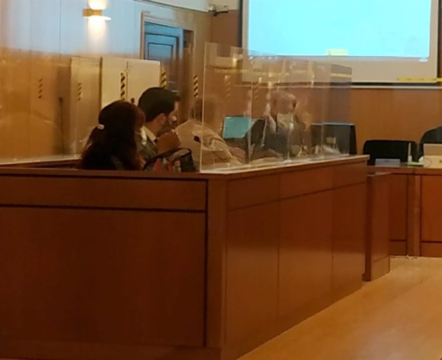 Los acusados y sus letrados en una de las sesiones celebradas en la Audiencia de Valladolid.