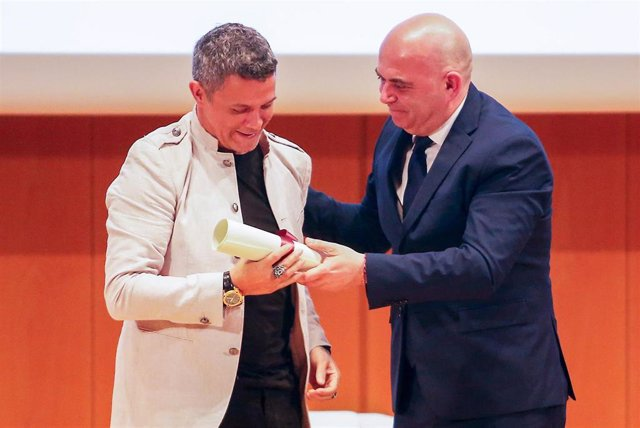 Archivo - El cantante Alejandro Sanz recibe el título de Hijo Adoptivo de la ciudad de Cádiz en 2019