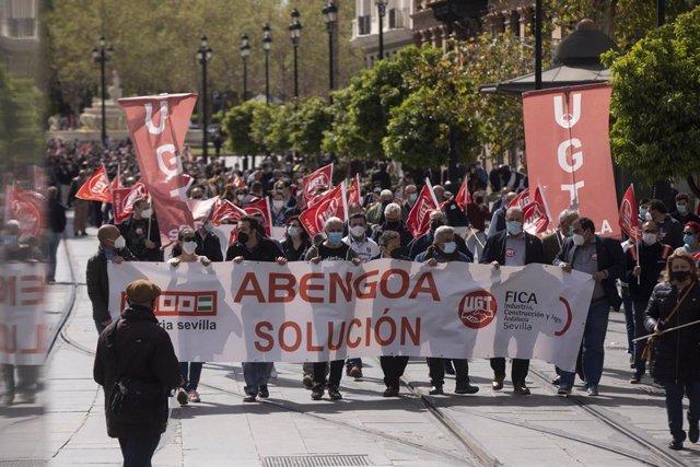 Manifestación de los trabajadores de Abengoa para reclamar el mantenimiento del empleo
