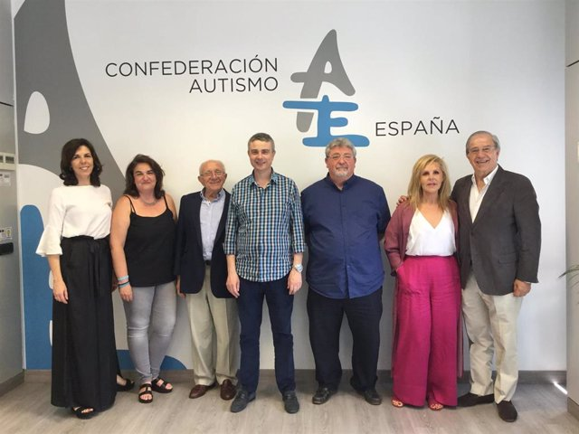 Archivo - La nueva Junta Directiva de Autismo España